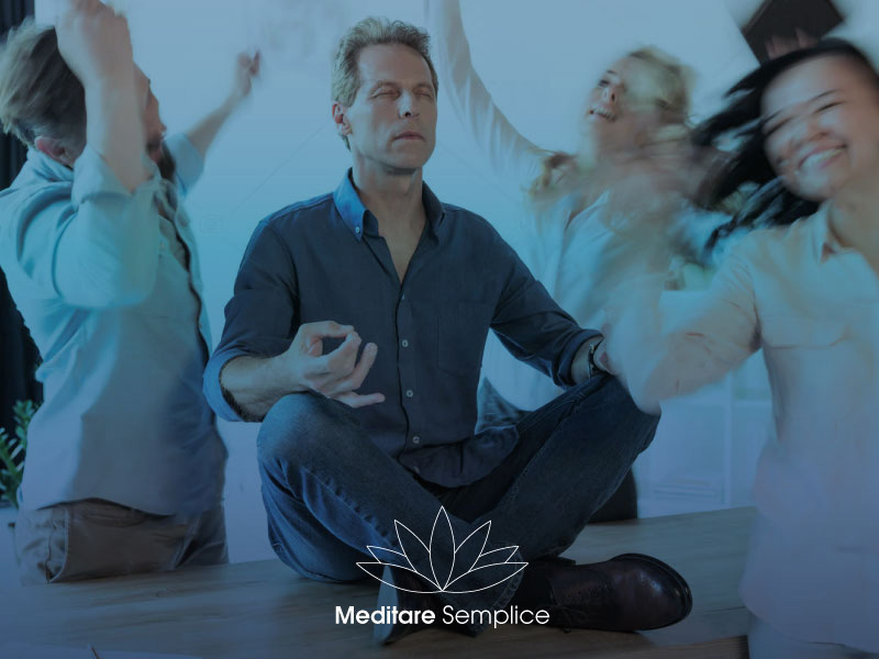 https://meditaedanza.com/wp-content/uploads/2020/07/meditare_ufficio.jpg